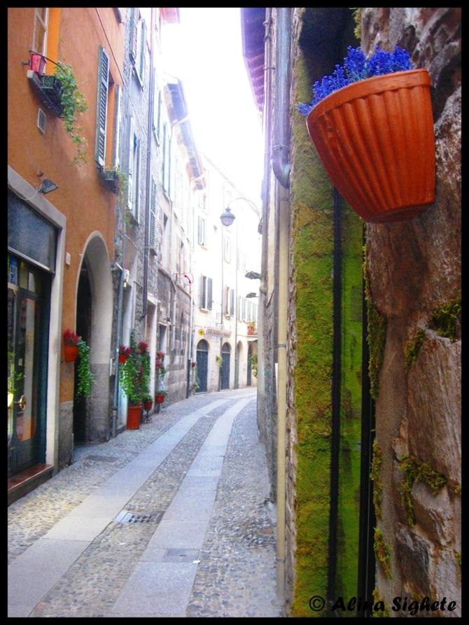 A street near Lake Como